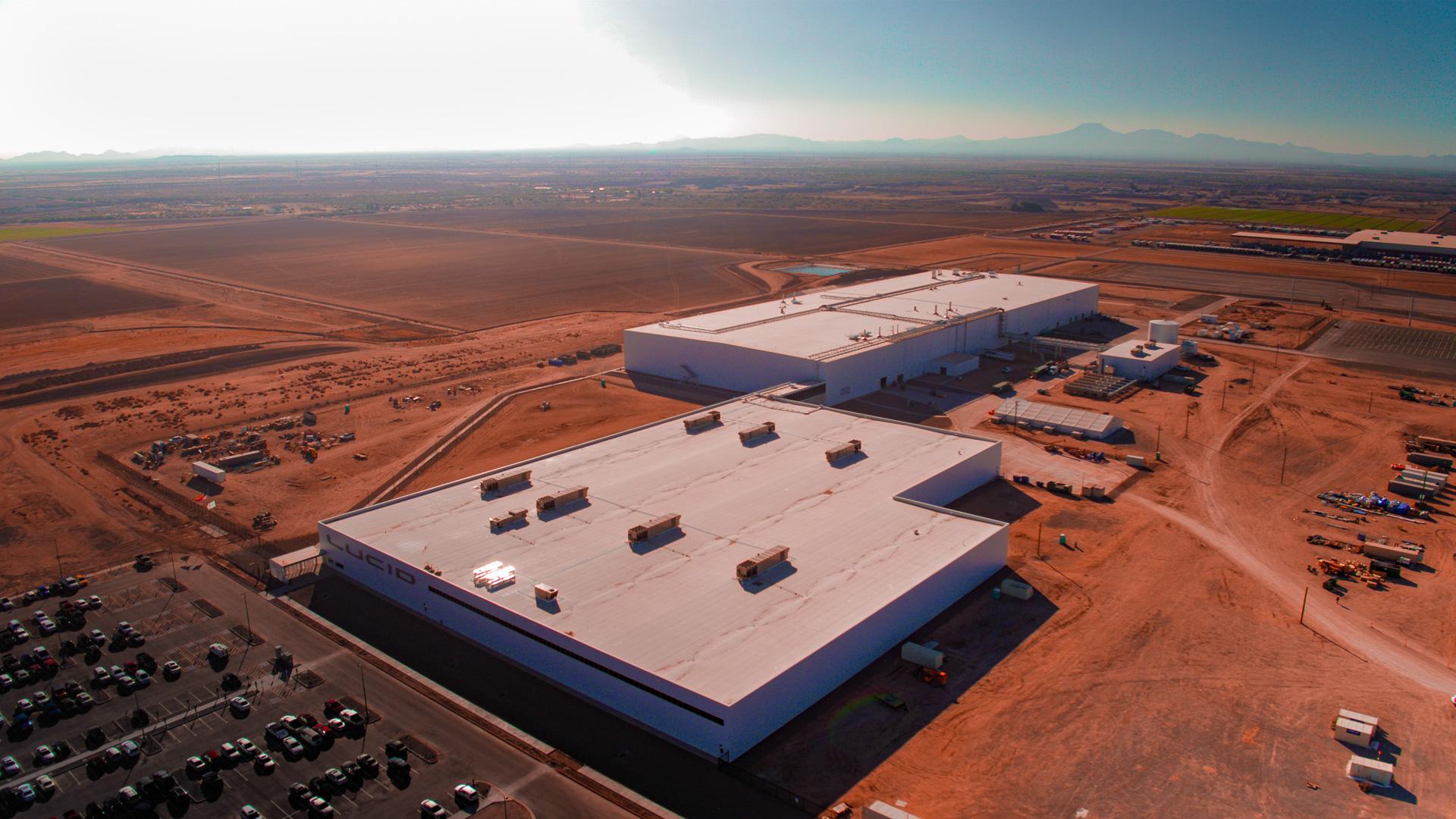 Com forte incentivo estatal, Lucid construiu duas fábricas no Arizona que, esperam, produzirá até 30.000 carros por ano