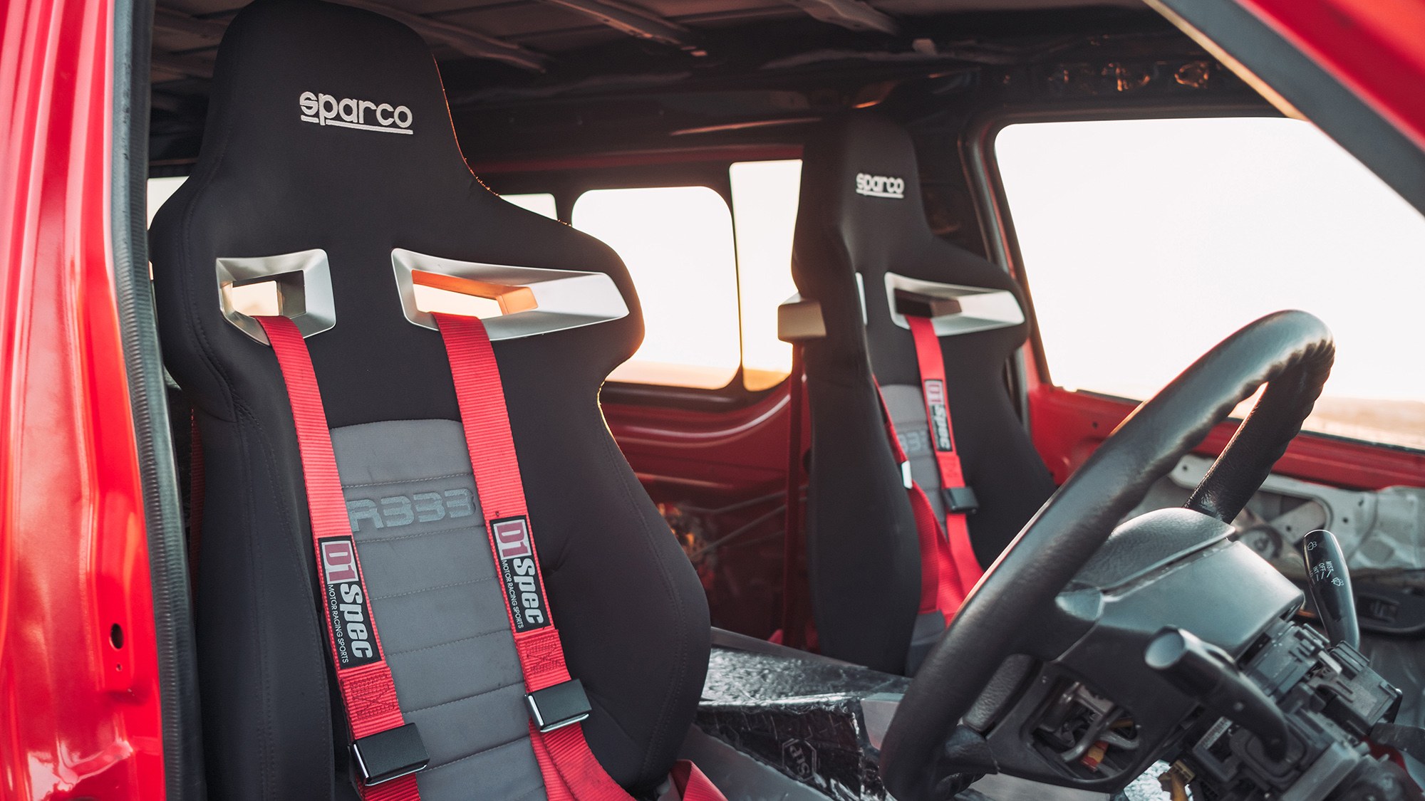 Passageiros também sentarão em bancos automobilísticos