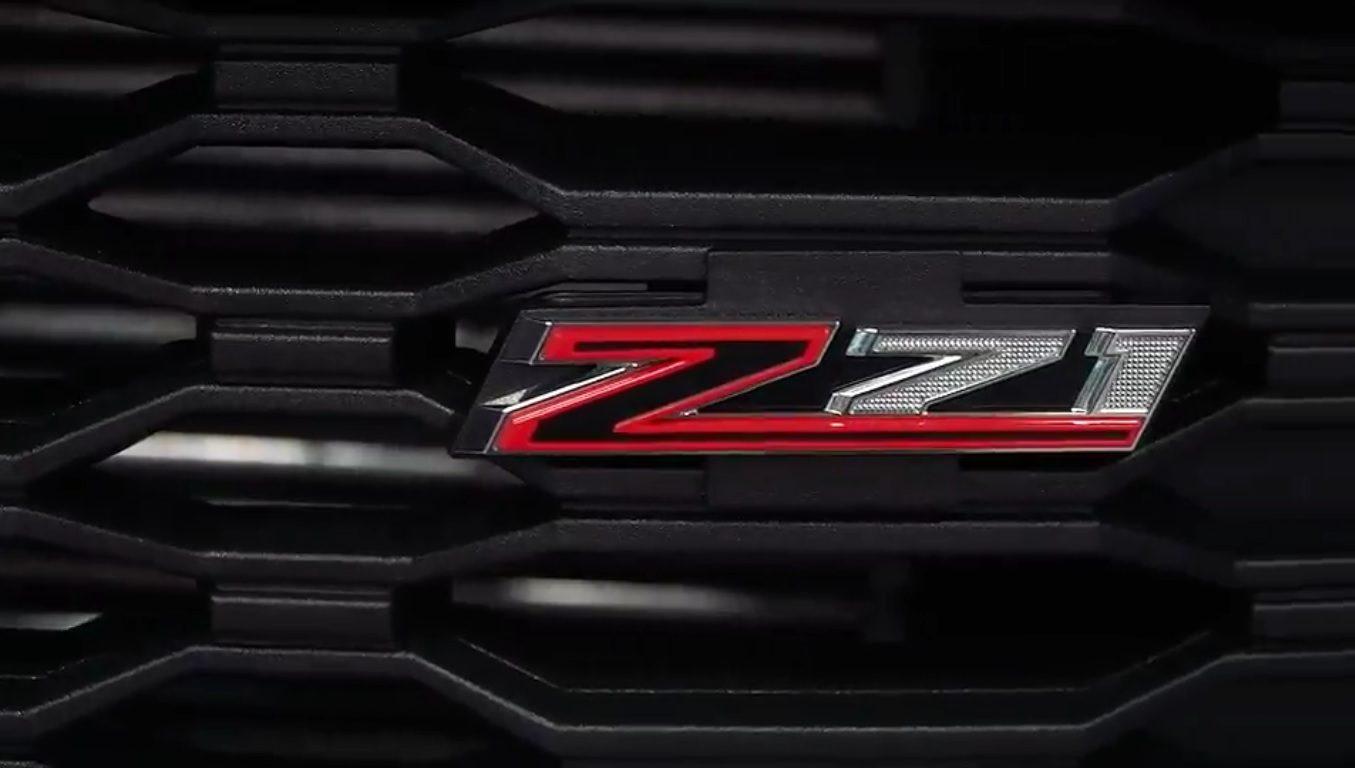 Detalhe do Z71 estilizado na grade frontal da S10